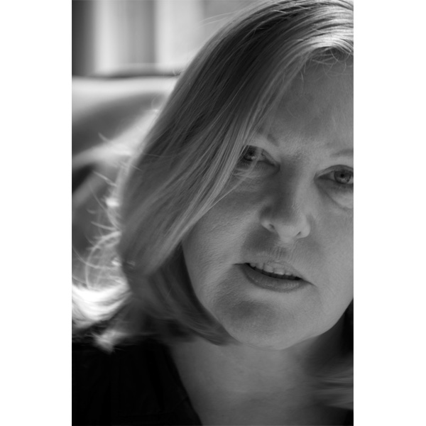 Portrait Christa Krösl in schwarz-weiß