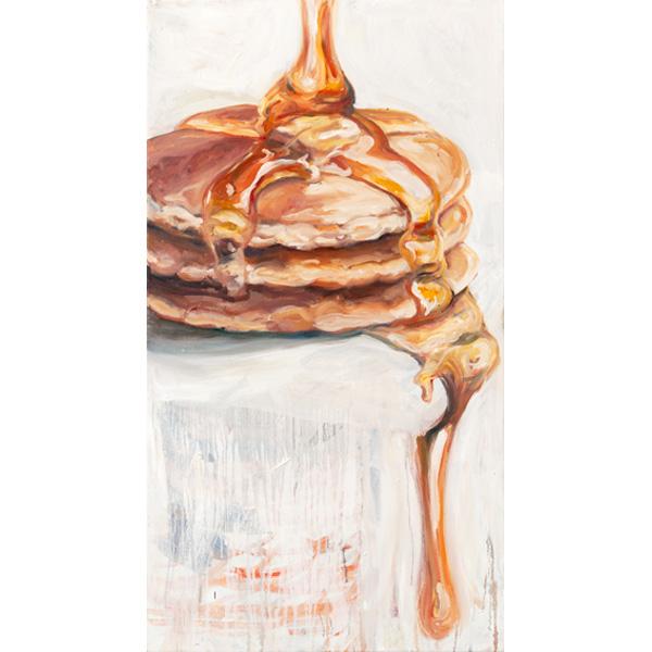 Frühstückspancakes mit darüberrinnendem Ahornsirup