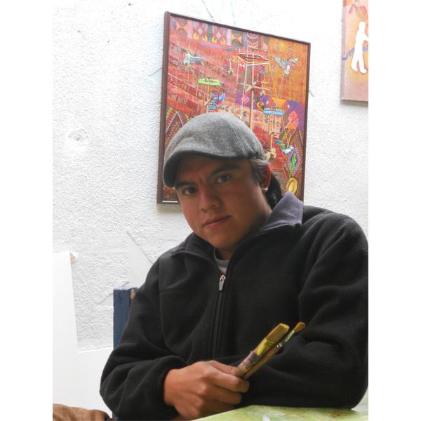 Gustavo Juarez vor seinen Werken
